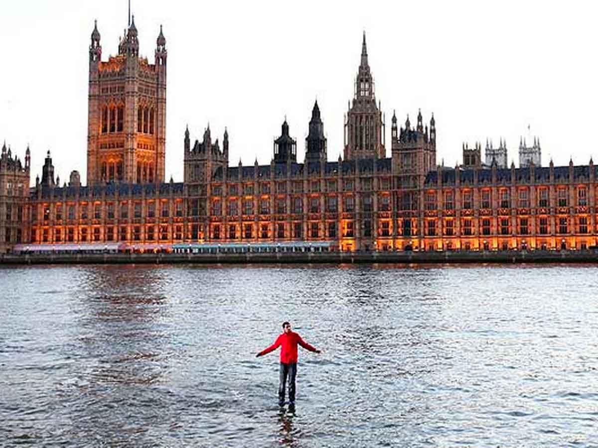 Dynamo cammina sull'acqua